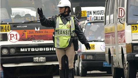 Lima setzt ausschließlich auf Verkehrspolizistinnen (Bild: AP)