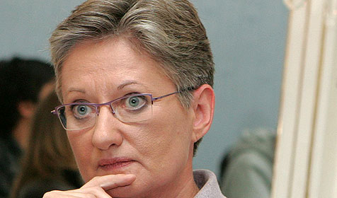 Bildungsministerin stellt sich hitziger Debatte (Bild: APA/Helmut Fohringer)