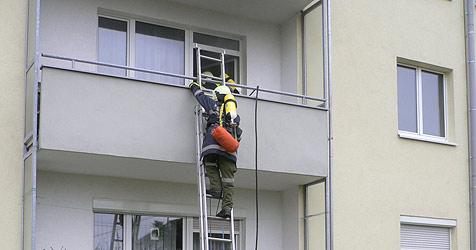 Feuerwehr rettet Frau in Braunau vor Feuertod (Bild: Feuerwehr)