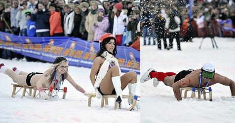 """40 """"Athleten"""" bei erstem Nacktrodelbewerb (Bild: AFP)"""