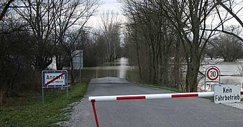 Brücke bei Hohenau wegen Hochwassers gesperrt (Bild: BFKDO Gänserndorf/Gerhard Hotzy)