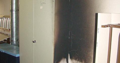 75 Schüler flüchten vor Feuer im Gymnasium (Bild: Feuerwehr Wels)