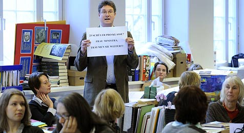 Lehrergewerkschaft befüchtet Verlust von Stellen (Bild: APA-FOTO: ROLAND SCHLAGER)