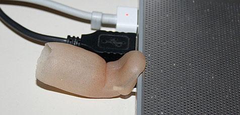 Fingerprothese mit integriertem USB-Stick (Bild: Protoblogr.net)