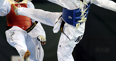 Taekwondo-Meister vermöbelt Ganoven