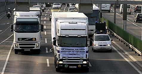 Nackten Hintern aus dem Auto gestreckt - Anzeige (Bild: APA/GUENTER R.ARTINGER)