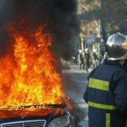 """Brennendes """"Geister-Auto"""" fährt durch Innenstadt"""