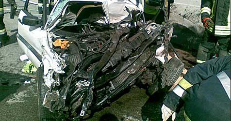 Crash auf der A22 fordert Todesopfer (Bild: FF Stockerau)