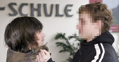 Polizei musste 2010 zu 162 Einsätzen in Schulen ausrücken (Bild: DPA/MARKUS FUEHRER)