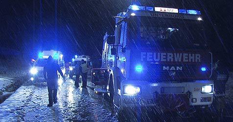 Lenkerin rammt in Anif den Pkw eines Zeitungsausträgers (Bild: Feuerwehr)