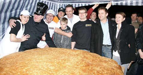 Größter Burger der Welt in OÖ gebraten (Bild: Joycenter)