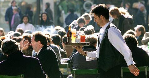 Wieder weniger Saisonniers für Salzburgs Betriebe (Bild: AP Images)