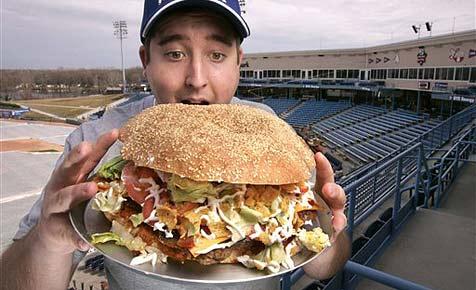 Baseballteam serviert 4.800-Kalorien-Burger