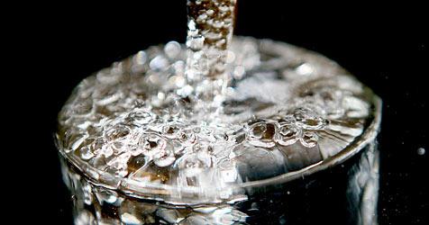 40 Erkrankte durch verunreinigtes Trinkwasser (Bild: dpa/A3250 Oliver Berg)