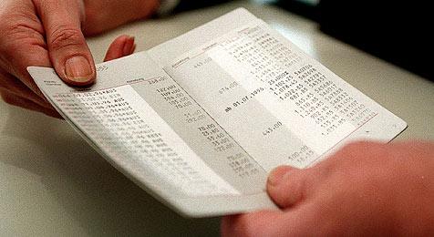 Bankangestellte zweigt 120.000 € von Sparbüchern ab (Bild: APA/Herbert Pfarrhofer)