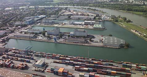 """Linzer Hafen """"sieht"""" Land und neues Tiefkühllager (Bild: Linz AG)"""