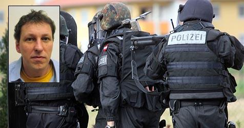 Geiselgangster im Hafturlaub geflüchtet (Bild: Sepp Pail / Polizei)