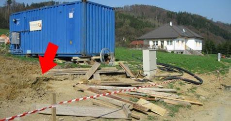 Familienvater in Baugrube verschüttet (Bild: Feuerwehr Rabenstein)