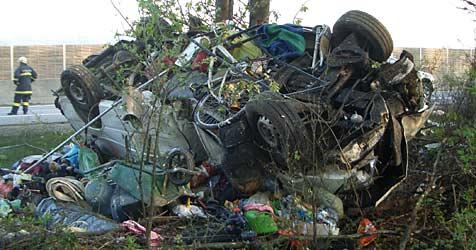 Acht Verletzte bei Unfall auf der A1 (Bild: APA/ÖAMTC)