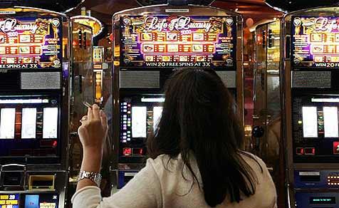 Frau gewinnt 33 Millionen Dollar am Automaten
