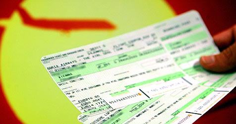 """Mit """"Kerosin-Trick"""" Flugreisende geprellt (Bild: APA/Hans Klaus Techt)"""