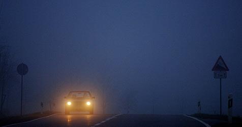 Betrunkener Fußgänger von Auto erfasst (Bild: DPA/Armin Weigel)