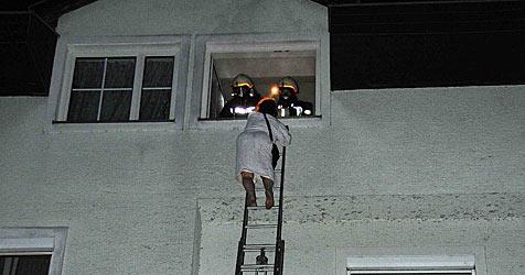 61-Jährige bei Brand über Leiter aus Haus gerettet (Bild: Plutsch)