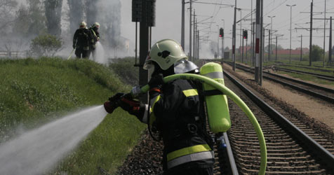 Bahndammbrand von Krems bis Hadersdorf (Bild: Freiwillige Feuerwehr Krems)