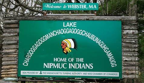 Tippfehler auf Schildern für 45-Buchstaben-See (Bild: Wikipedia/Bree Bailey)