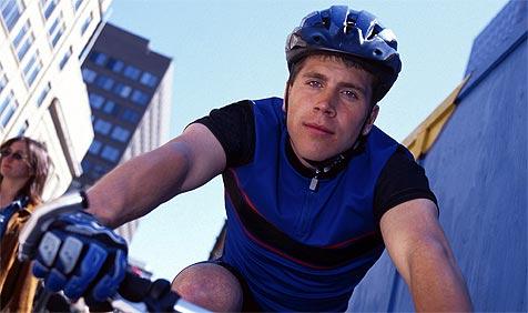 Auch billige Fahrradhelme können gut schützen