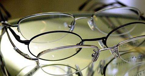 Brillen-Teile um 106.000 Euro sichergestellt (Bild: APA/HERBERT PFARRHOFER)