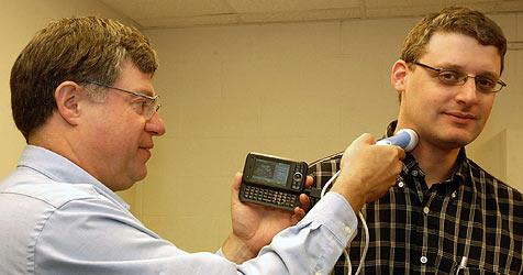 Forscher entwickeln Ultaschallsonde fürs Handy (Bild: David Kilper/WUSTL Photo)