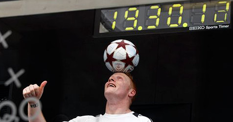 Fußballvirtuose hält Ball 24 Stunden in der Luft