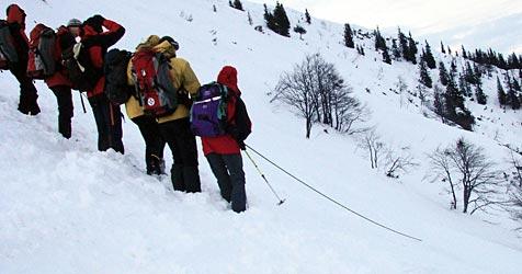 Riesige Lawine in Obertauern fordert erneut einen Toten (Bild: APA/Stamberg)