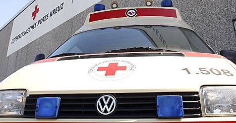 Vater und Tochter bei Autounfall verletzt (Bild: APA/Herbert Pfarrhofer)