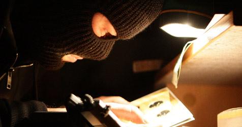DNA-Spuren in Maske überführen Täter (Bild: APA/HELMUT FOHRINGER)