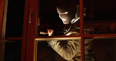 Einbrecher plündern serienweise Häuser (Bild: APA/HELMUT FOHRINGER)