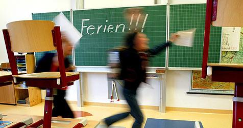Zeugnistag in Oberösterreich (Bild: APA/ROLAND SCHLAGER)