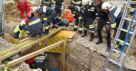 Mann bei Arbeitsunfall getötet (Bild: 144 - NOTRUF NÖ)