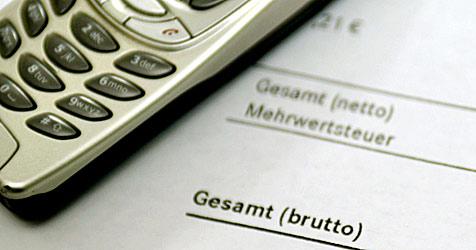 Handy-Betrüger schicken SMS und kassieren dafür ab (Bild: dpa/A3724 Felix Heyder)