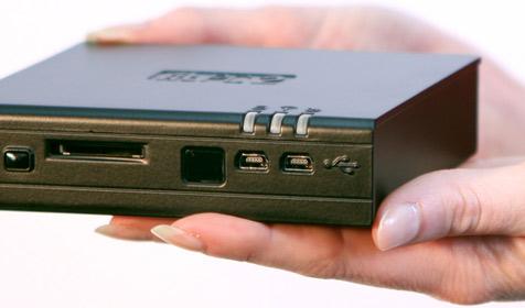 "Mini-PC ""fit-PC2"" ist kleiner als CD-Hülle (Bild: fit-pc2.com)"