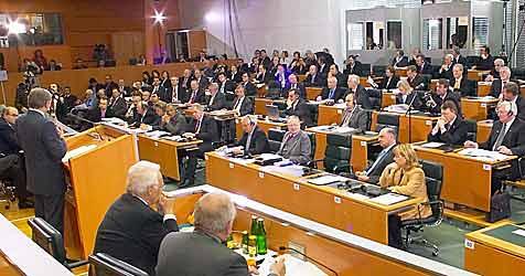 Landtag diskutierte die Abschaffung der Wehrpflicht (Bild: APA/Georges Schneider)