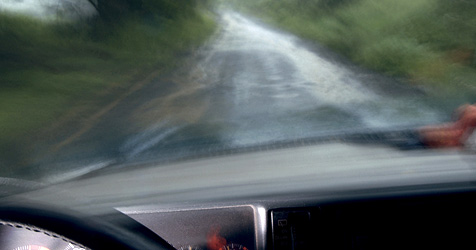 Kellner stürzt bei Unfall im Pongau mit Auto in Bach (Bild: © [2009] JupiterImages Corporation)