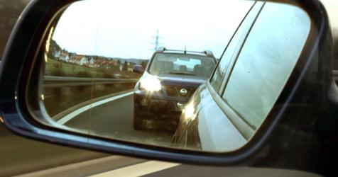 Gegen entgegenkommenden Wagen gekracht (Bild: dpa/dpaweb/dpa/Marcus Führer)