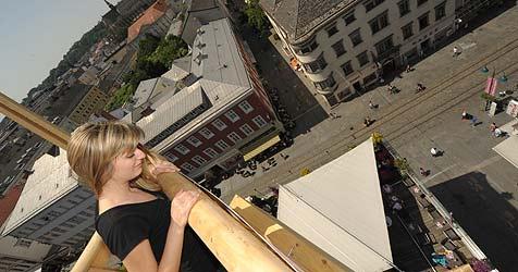 Bei linz09 auf Augenhöhe mit den Kirchtürmen (Bild: Chris Koller)