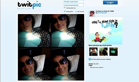Demi stellt Foto von sich mit Zahnlücke online (Bild: twitpic.com)