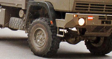 Transporter stürzt um - vier Soldaten verletzt (Bild: Bundesheer)