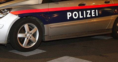 26-jährige Räuberin nach Tankstellen-Coup angefahren (Bild: APA/Herbert P. Oczeret)