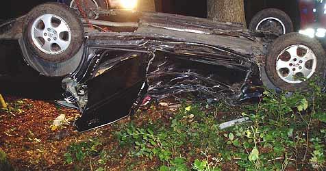 Zwei Tote bei Autounfall in Arming (Bild: Feuerwehr Geboltskirchen)
