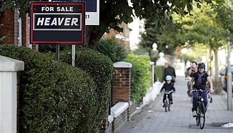 Besitzer auf Urlaub - Makler randaliert in Villa